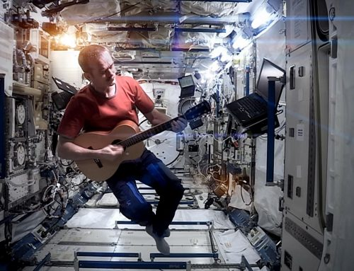 Chris Hadfield — Space Oddity (David Bowie cover)